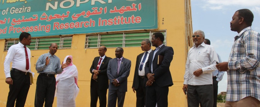 The Vice Chancellor of the University receives the Manager of the Central Sector Bank of Savings and Social Development